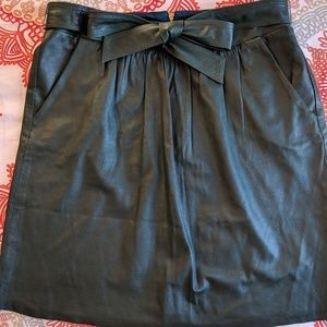 Elie Tahari hunter green leather skirt